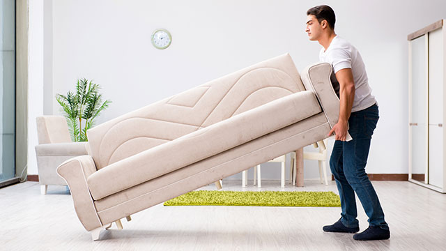 腰痛を防ぐ大型家具の運び方